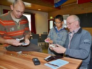 Michael Vermeulen verkoopt de loten