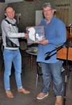 Klaas de With ontvangt het certificaat voor het aangewezen kampioenschap